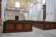 The restored oak pews are again back where they used to be. Restaurované dubové lavice jsou již na svých místech.